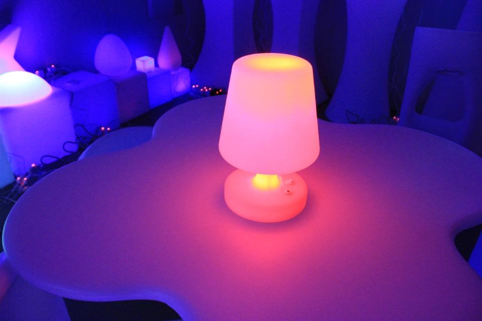 遥控异形发光PE滚塑台灯